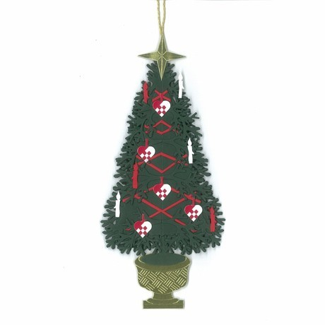 Fensterbild Kleiner Weihnachtsbaum mit Flechtherzen und Kerzen
